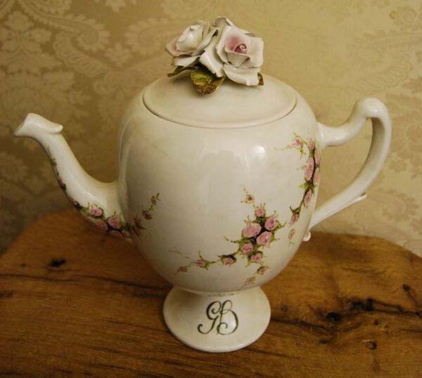 grande-potiche-in-ceramica-lavorata-con-rose
