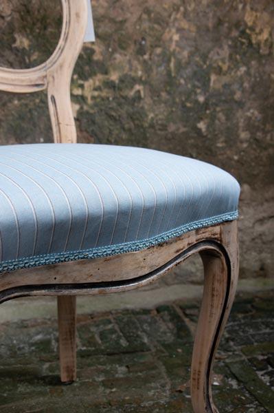 sedia-legno-rivestita-dettaglio-imbottitutra-siena