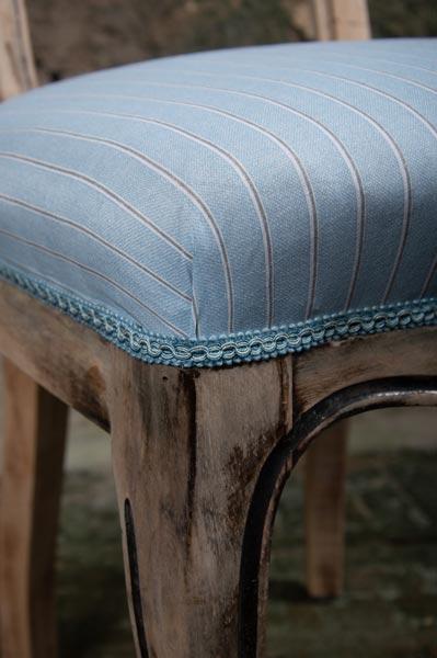 sedia-legno.rivestita-imbottita-azzurro-righe-siena