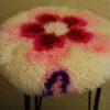 sgabello-vintage-rosa-fiori-lana